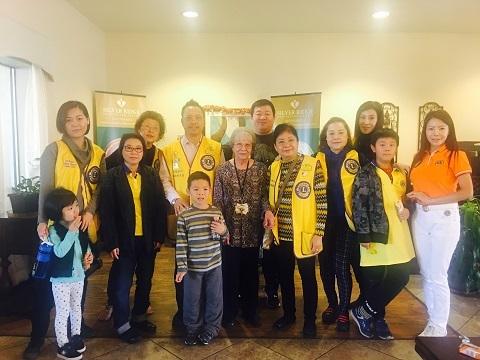中國城獅子會感恩節探訪老人院