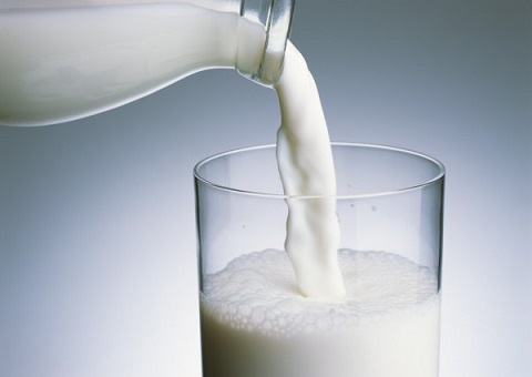 丹麦研究:饮用全脂牛奶 降低罹患心脏病、中风机率