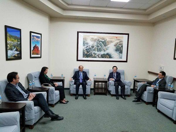罗林泉总领事参访文协蓝天文化中心