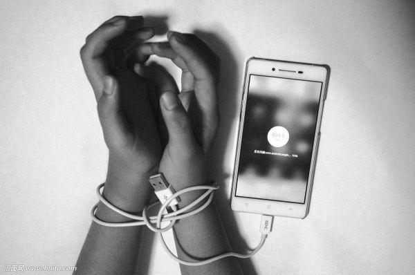 20年来脑癌病例暴增 因为现代人太爱用手机?