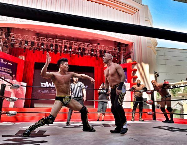 OWE爆红美国AEW职业摔角万人大赛